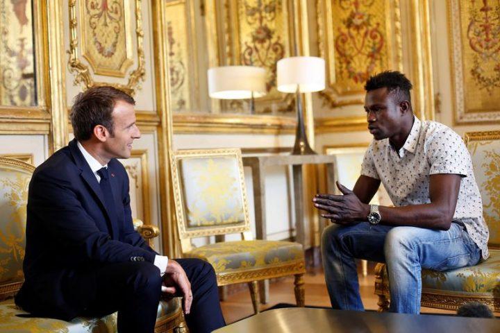Präsident Macron und Mamoudou im Gespräch
