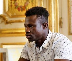 mamoudou-gassama-22-from-mali-is-pictured-during-a-meeting-with-french-president-emmanuel-macron-at-the-elysee-palace-in-paris_6064520